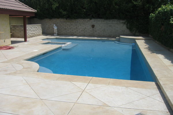 400swimming-pool-tile